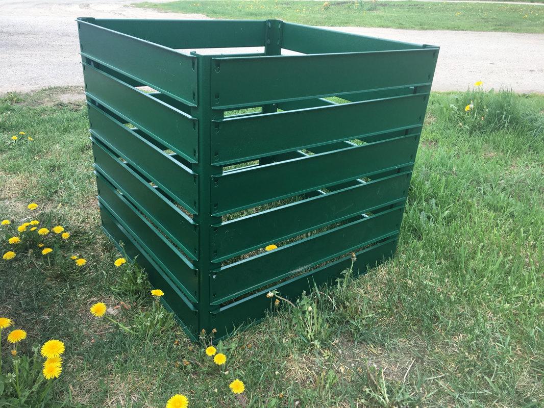 Komposta kaste cinkota un krāsota